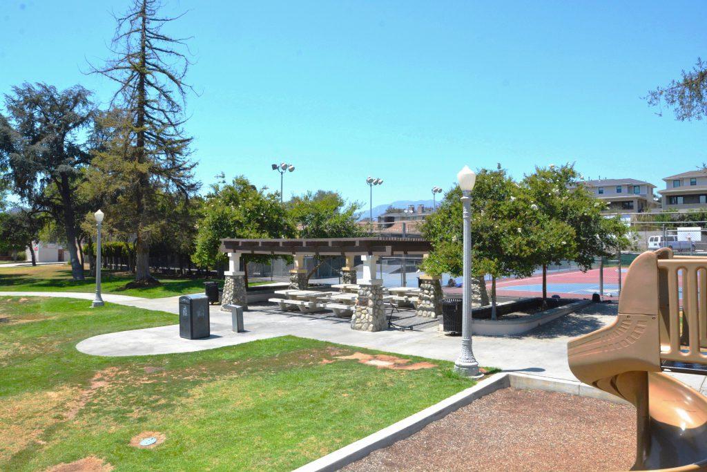 Image of a picnic shelter at La Pintoresca Park