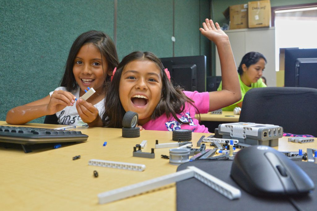 Image of two girls with Legos at the Villa-Parke Summer Day Camp